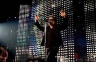 U2-City-of-Blinding-Lights-live-in-Chicago-2005-2005-Vertigo-Tour